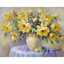 Kwiaty w żółtym wazonie